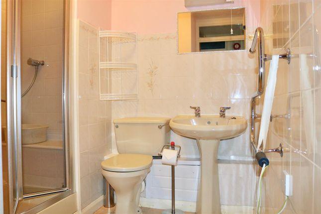 Bathroom of West Street, Gravesend DA11