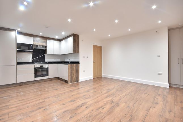 3 bed flat to rent in Eastcote Road, Pinner, Middlesex HA5