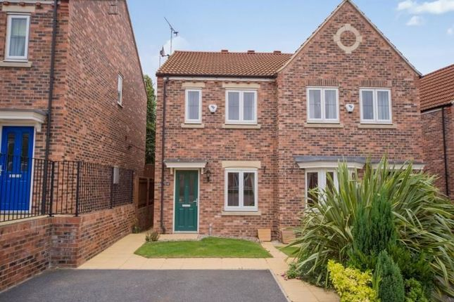 Thumbnail Semi-detached house to rent in Holywell Avenue, Castleford