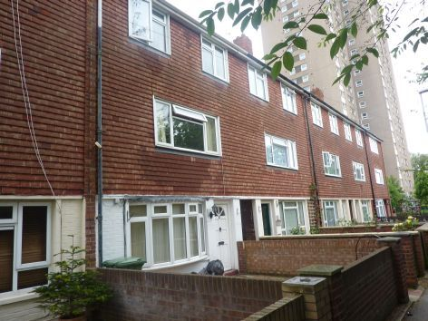 Thumbnail Terraced house to rent in Blossom Square, Portsmouth