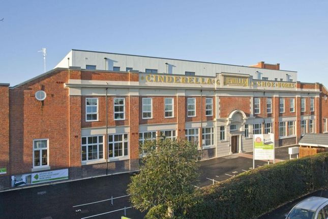 2 bed flat to rent in Watery Lane, Worcester