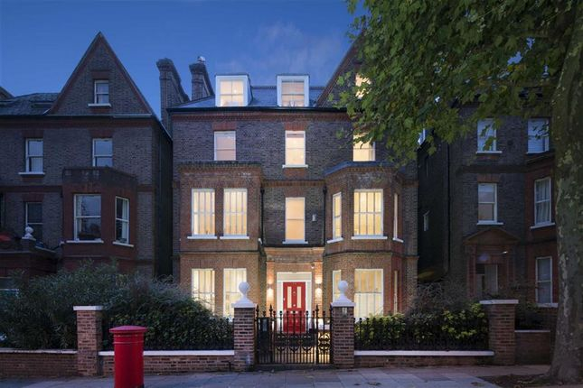 Thumbnail Property for sale in Netherhall Gardens, Hampstead, London