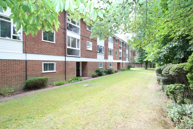 2 bed flat to rent in Faro Close, Bickley, Bromley BR1