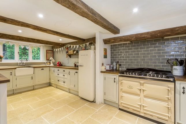 4 bedroom detached house to rent in Church Green, Walton Street, Walton On The Hill, Tadworth