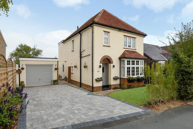 Thumbnail Detached house for sale in Knaphill, Woking