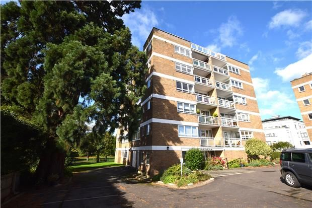 2 bed flat for sale in Albert Road, Cheltenham, Gloucestershire