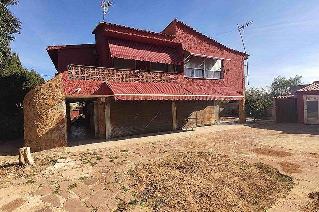 Villa for sale in Riba Roja Del Turia, Valencia, Spain