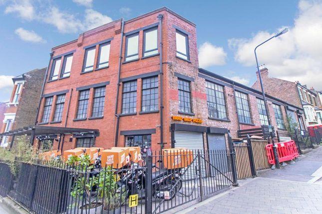 Light industrial to let in Hoe Street, London