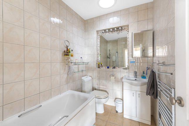Family Bathroom of Rannock Avenue, Kingsbury, London NW9