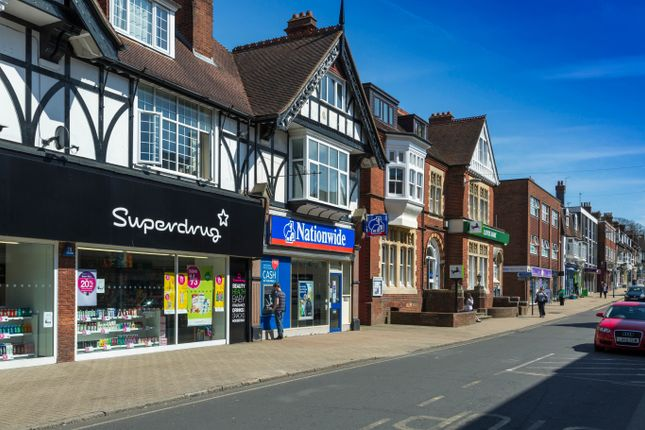 Local Area of Kings Way, Burgess Hill RH15