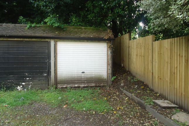 Parking/garage to rent in Archway Road, Highgate
