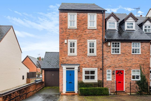3 bed end terrace house for sale in The Croft, Henley-In-Arden B95