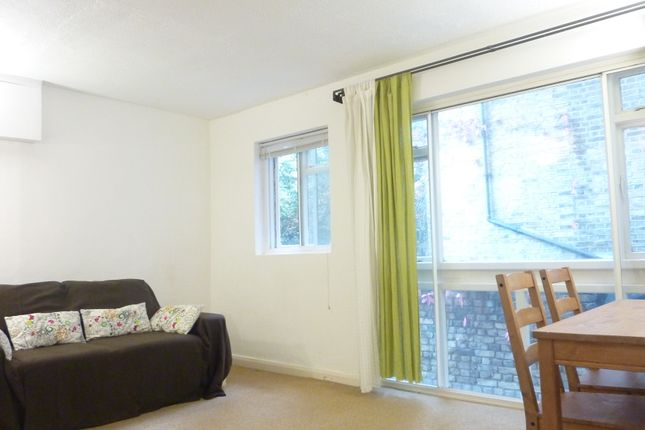 Thumbnail Flat to rent in Kensington Garden Square, Bayswater