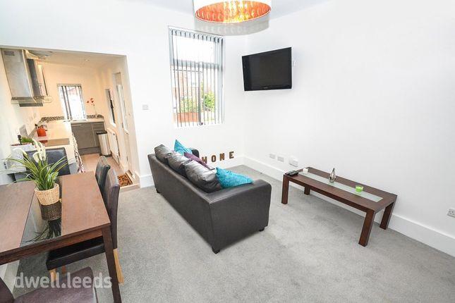 Thumbnail Room to rent in Landseer Terrace, Bramley, Leeds