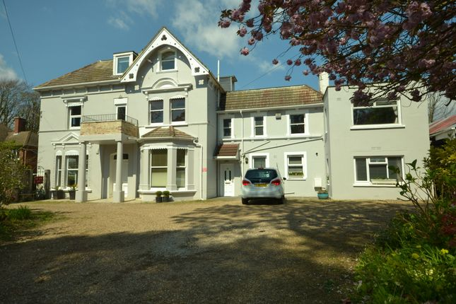 Thumbnail Flat to rent in Hollington Park Road, St. Leonards-On-Sea