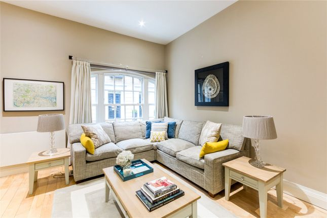 3 bed mews house for sale in Shillibeer Place, London