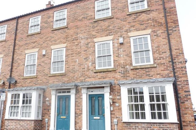 Thumbnail Town house to rent in Beckside North, Beverley