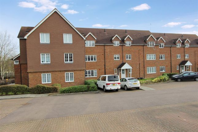 Thumbnail Flat to rent in Earleswood Court, London Road, Apsley, Hertfordshire