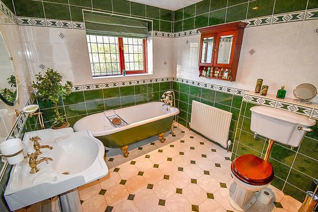 Bathroom of Lee Fold, Astley, Tyldesley, Manchester M29