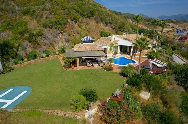 Thumbnail Villa for sale in Benahavis Centro, Benahavis, Malaga, Spain
