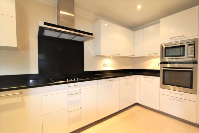 Flat to rent in King Henry Mews, Harrow On The Hill, Greater London