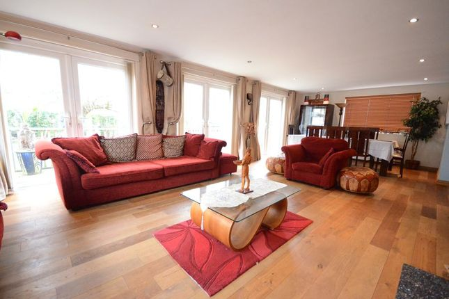 Thumbnail Room to rent in Saunders Court, Bowling Green Lane, Purley On Thames, Reading