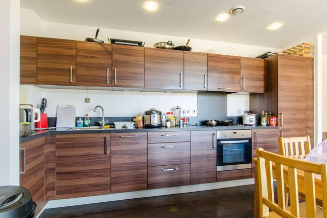 Thumbnail Flat to rent in Oxley Square, Tower Hamlets