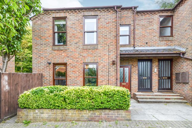 Thumbnail Flat for sale in Folly Avenue, St.Albans
