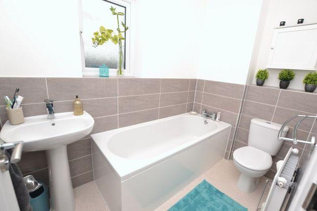 Bathroom/wc of Merlay Court, Killingworth, Newcastle Upon Tyne NE12