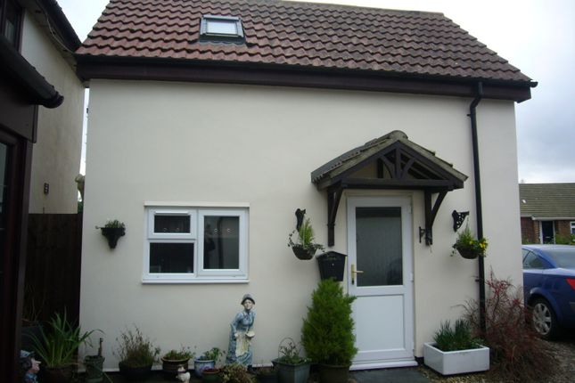 Thumbnail Cottage to rent in Low Street, Smallburgh, Norwich