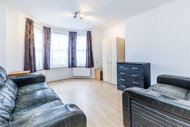 Thumbnail Flat to rent in Richmond Grove, London