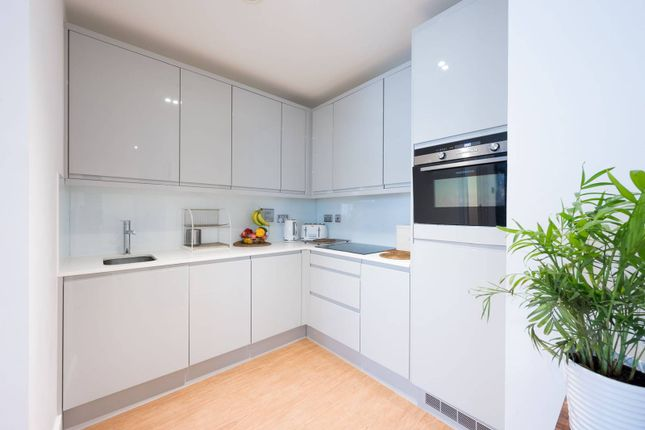 Thumbnail Flat to rent in Red Lion Square, Wandsworth, London