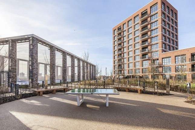 Thumbnail Town house to rent in Surrey Quays Road, London