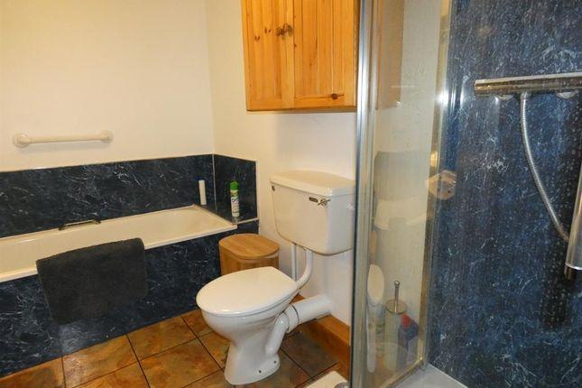 Owl Barn Bathroom
