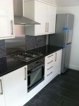 2 bed flat to rent in Helmsley Road, Newcastle Upon Tyne