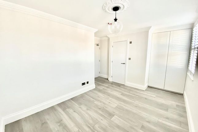 Thumbnail Room to rent in Hurlstone Road, London
