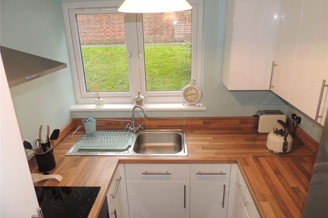 Thumbnail Flat to rent in Godstone Mount, Downs Court Road, Purley
