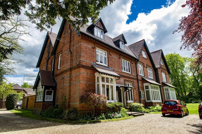 Thumbnail Flat for sale in Clevemede House, Clevemede, Goring On Thames