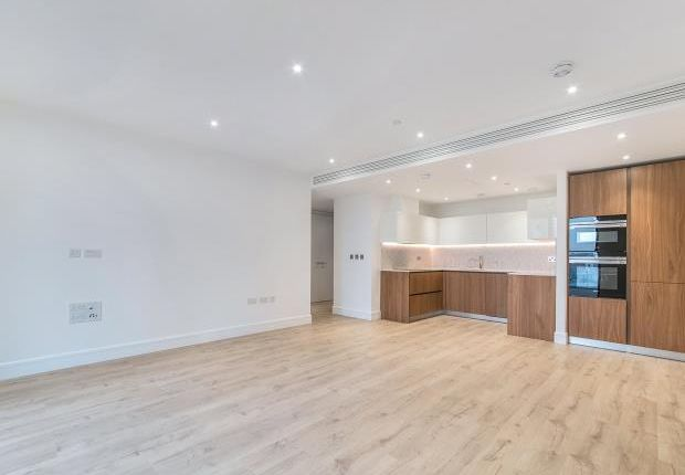 Thumbnail Flat to rent in Goodman's Fields, 17 Stable Walk