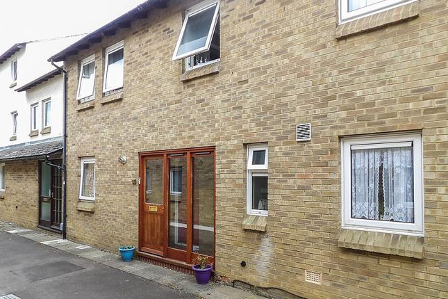 Thumbnail Terraced house to rent in Russell Court, Cambridge