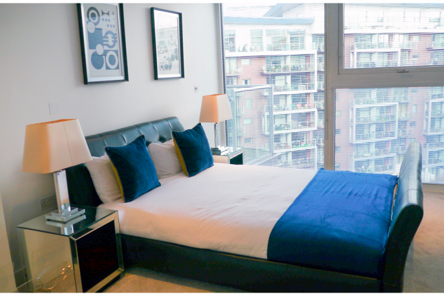 Thumbnail Flat to rent in Chelsea Bridge Wharf, Battersea