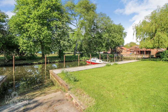 Thumbnail Town house for sale in The Maltings, Fen Lane, Beccles