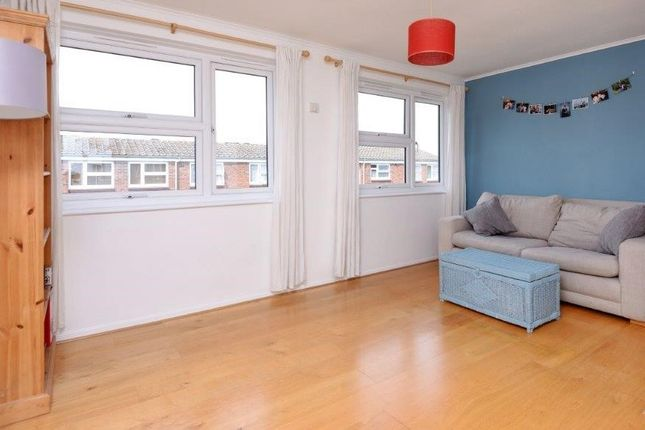 Thumbnail Flat for sale in Larch Close, Balham