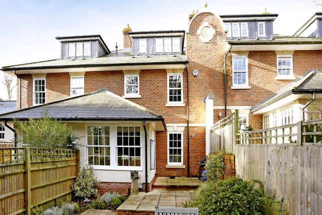 Thumbnail Town house to rent in Quoitings Drive, Marlow