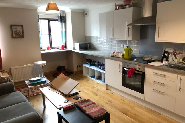 Thumbnail Room to rent in Little Pembrokes, Downsview Road, Worthing