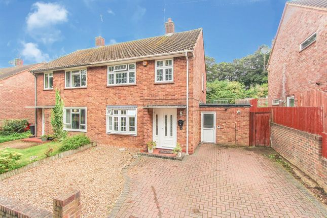 3 bed semi-detached house to rent in Hemingford Road, Watford