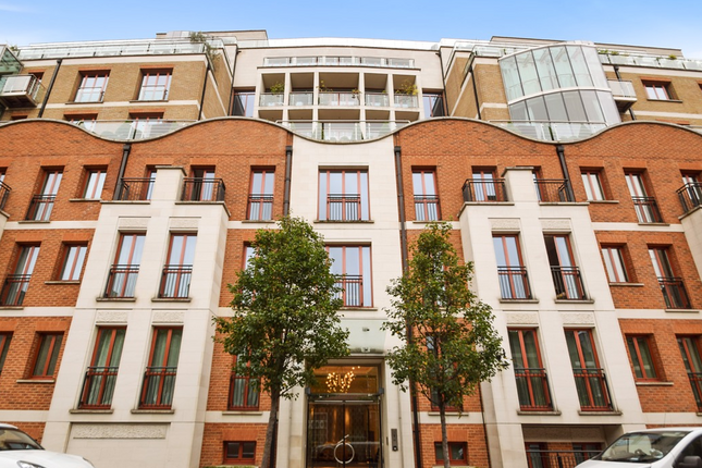 Thumbnail Flat for sale in Lancelot Place, London