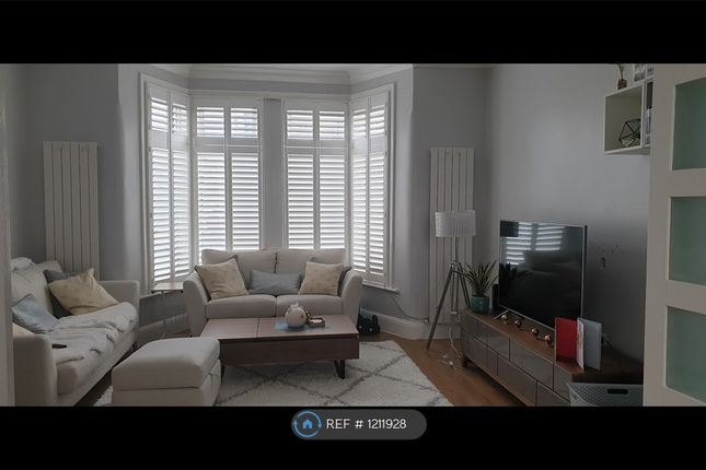 Room to rent in Lynford Gardens, Ilford IG3