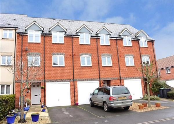 4 bed property for sale in Oake Woods, Gillingham