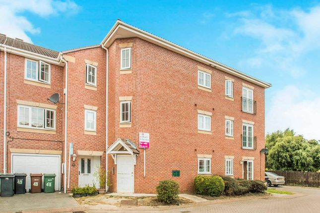 Thumbnail Flat for sale in Kensington Way, Leeds